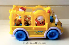 hello-kitty-and-the-school-bus